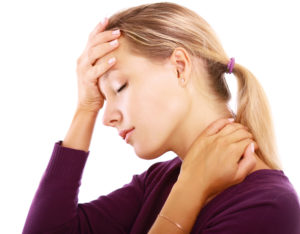 Dame som er plaget av smerter
