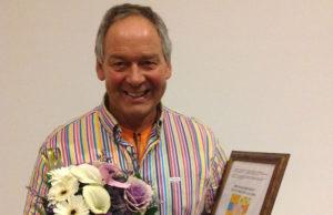 Stig Bruset mottar Brobyggerprisen 2013